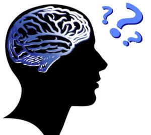 Нарисувана човешка глава с мозъка в нея и 3 въпросителни, които показват слабостите на паметта